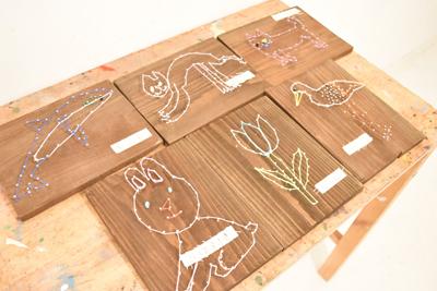 釘と糸を使って描く絵