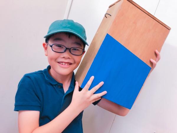 座れる木製ゴミ箱